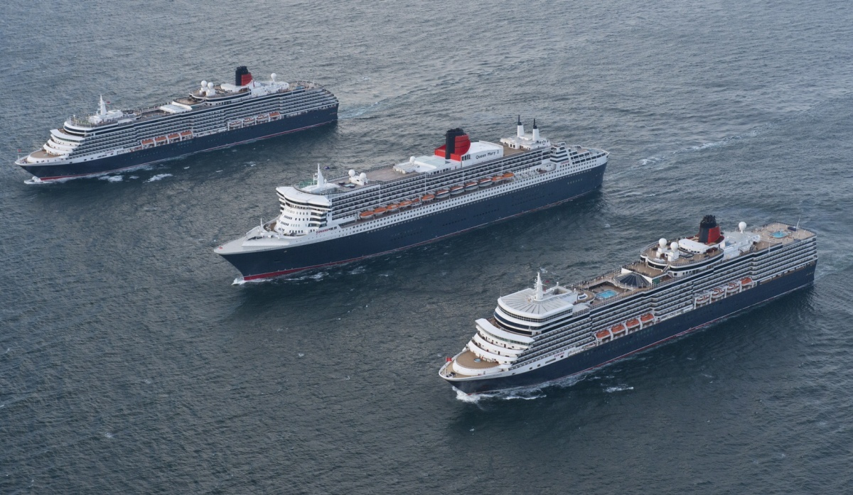 Cunard's three Queens pictured side by side at sea on way to QM2 anniversary celebrations