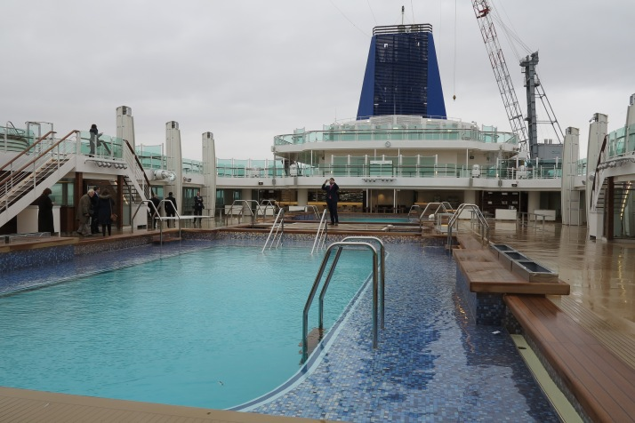 Water feature: Pools on deck
