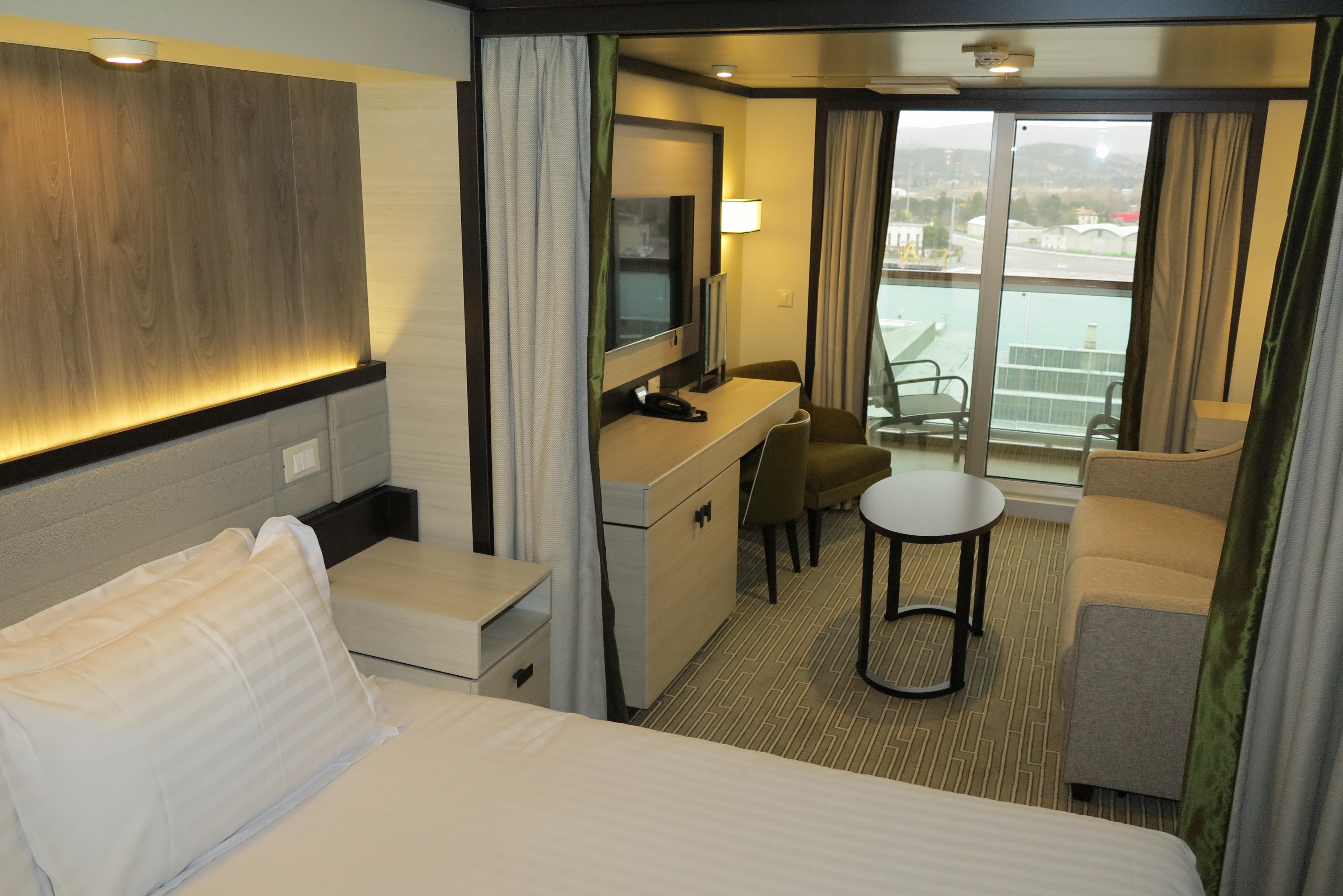 Britannia a photo tour of the p o cruises flagship at its for P o britannia dining rooms