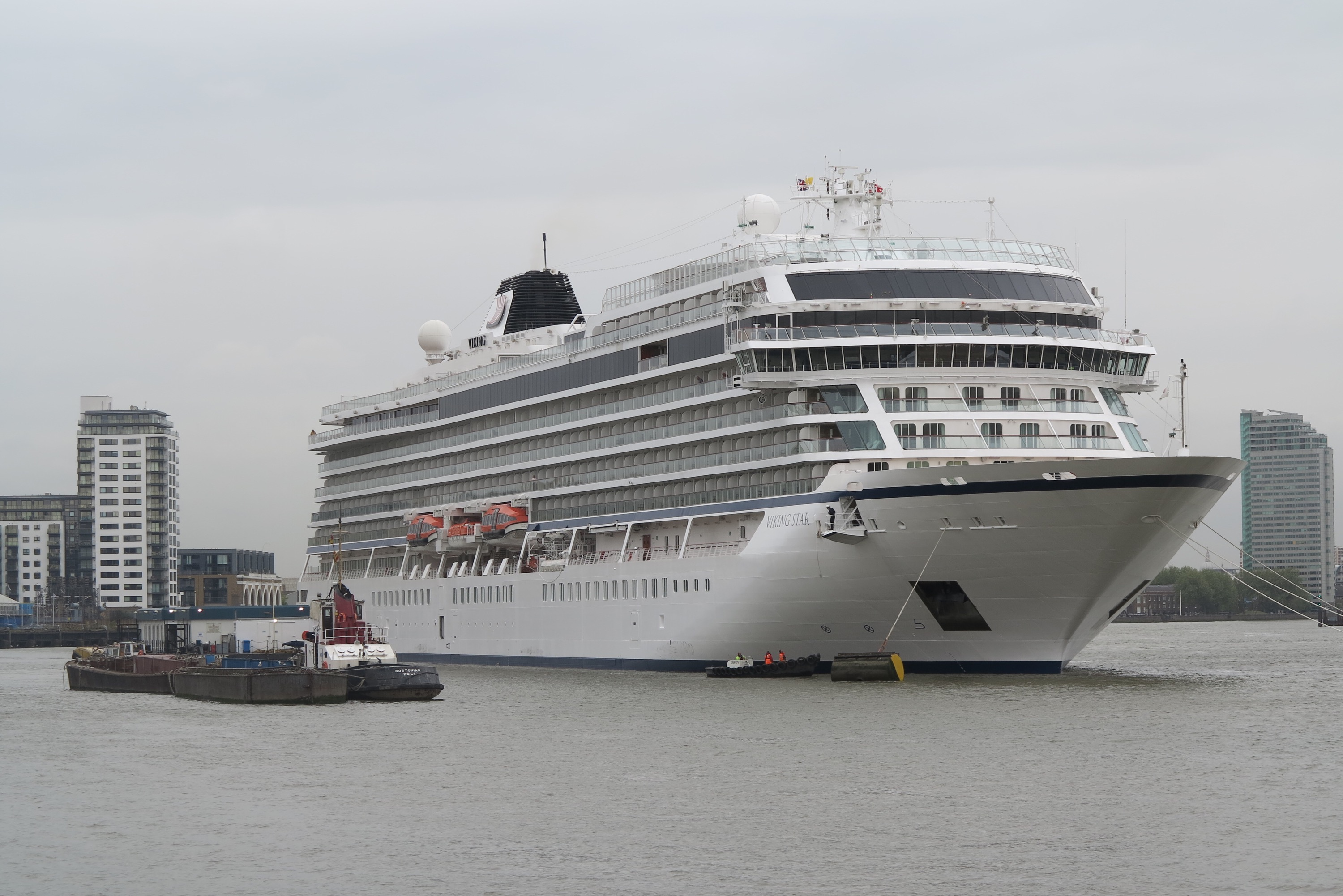 A Star Welcome Vikings New Oceangoing Ship Arrives In London - Cruise ship in london